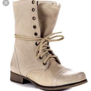 STEVE MADDEN troopa boot in off white (size 8)